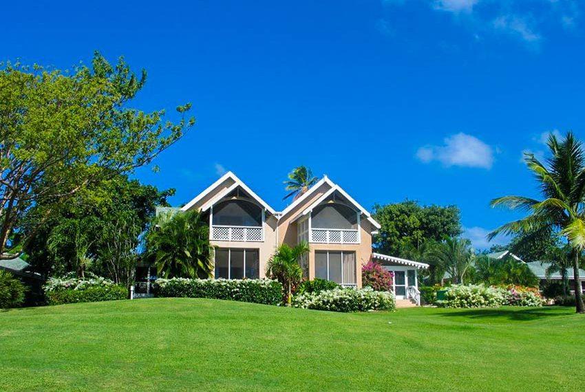 palm grove villa poinsettia nevis linkerhelft gebouw zicht vanaf golfterrein wereldwijdleven