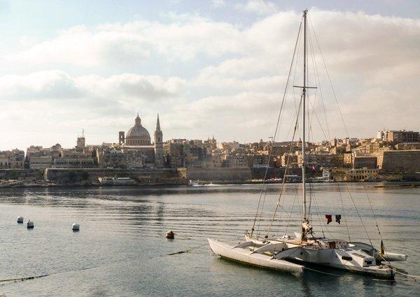 malta met hoofdstad valletta catamaran haven van marsamxett wereldwijd leven