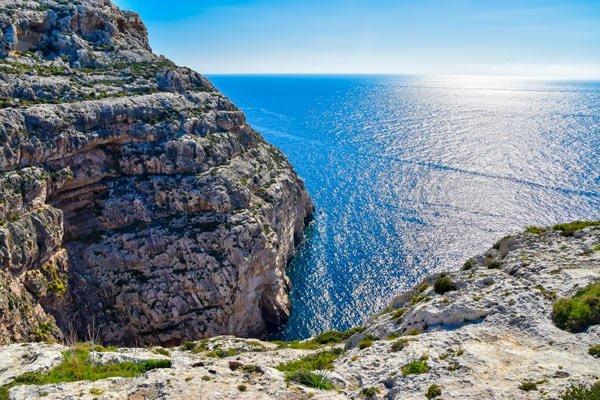 malta rotsachtige kustlijnen en karaktervolle baaien wereldwijd leven