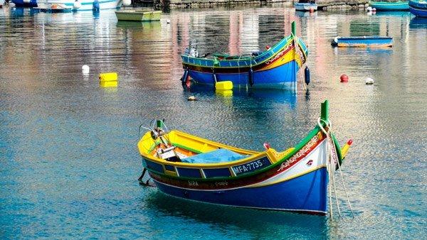 malta typisch vissersbootje luzzu
