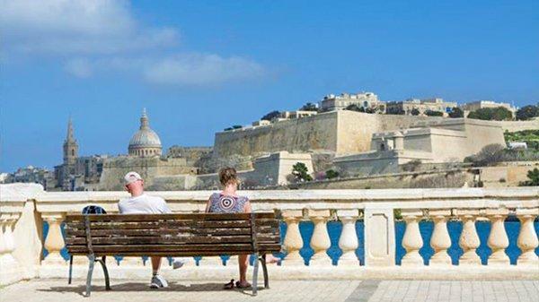 pensioneren in malta zicht op valletta zon zee wereldwijd leven