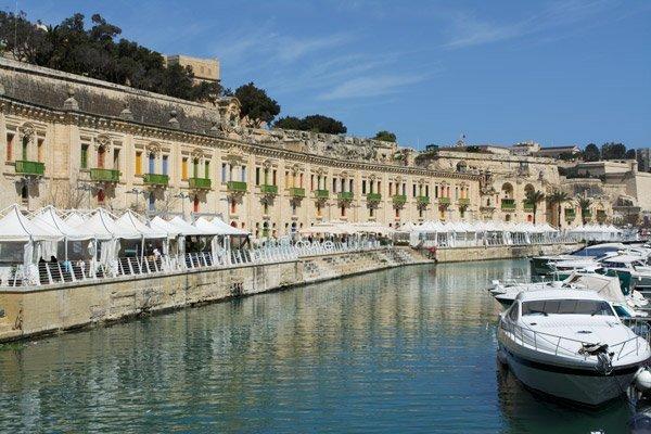 valletta waterfront hapje en drankje in valletta malta