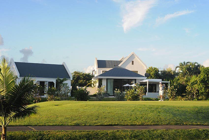 achtertuin aan golfbaan pinneys beach villas four seasons vastgoed nevis wereldwijdleven