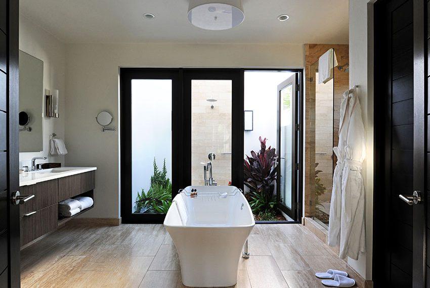 en-suite badkamer pinneys beach villas four seasons vastgoed nevis wereldwijdleven