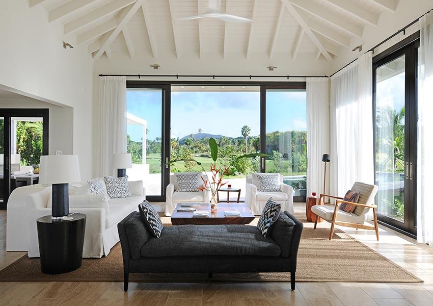 Pinney 39 s beach villa 39 s van four seasons vastgoed nevis - Hoog plafond ...