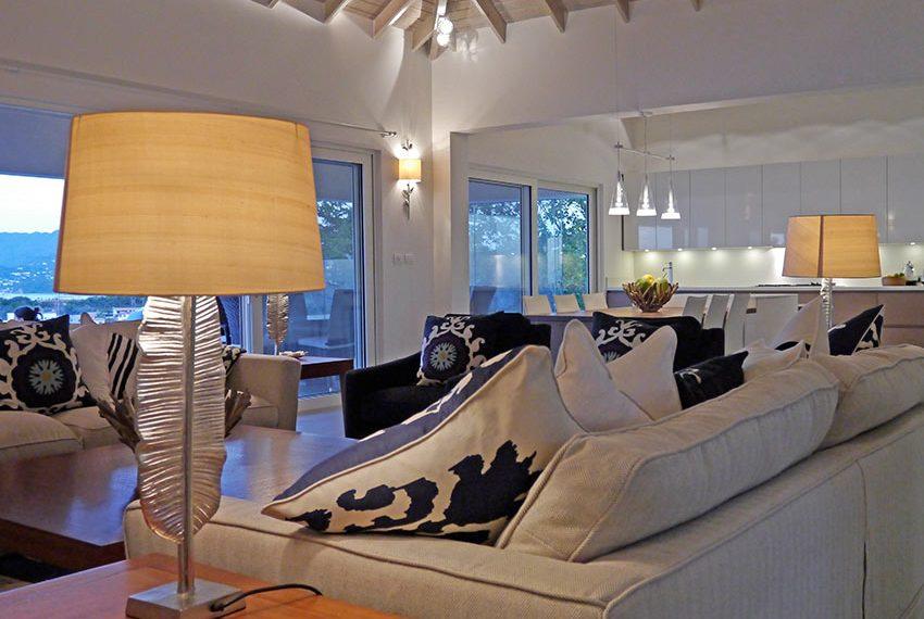 moderne leefruimte van villa met unieke uitzichten op zee en grenada eiland