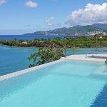 overloopzwembad van een luxueuze villa belegging in grenada