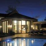 patio zwembad verlicht pinneys beach villas four seasons vastgoed nevis wereldwijdleven