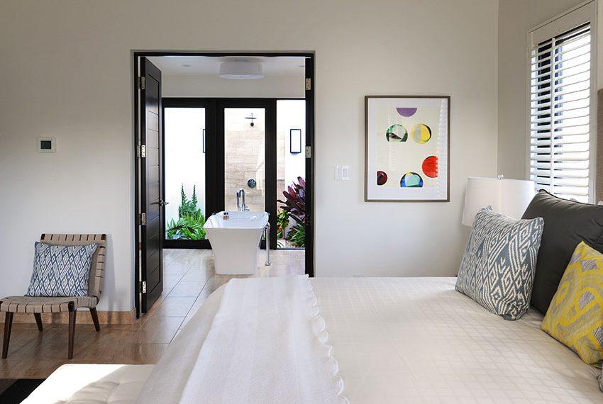 slaapkamer met en-suite badkamer pinneys beach villas four seasons vastgoed nevis wereldwijdleven
