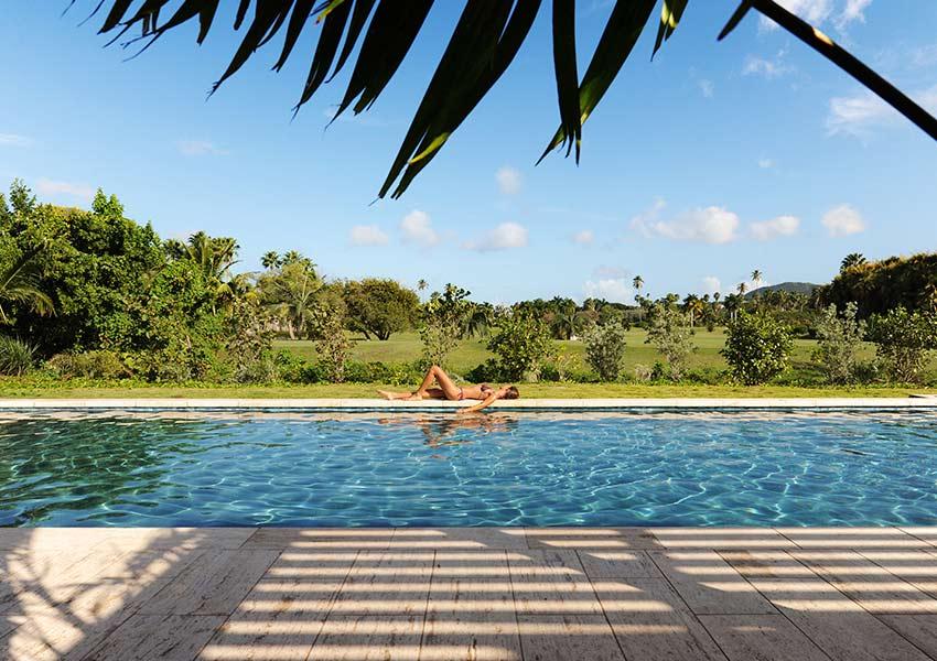 zwembad pinneys beach villas four seasons vastgoed nevis wereldwijdleven
