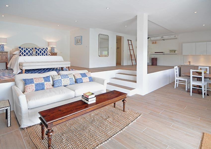 logeerkamer beneden met frisse kleuren villa grenada