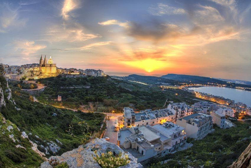 onroerend goed malta prachtige zonsondergang wereldwijd leven