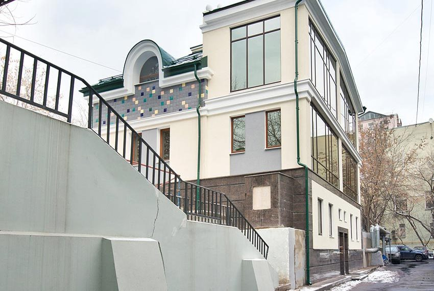 herenhuis in moskou met twee aparte ingangen