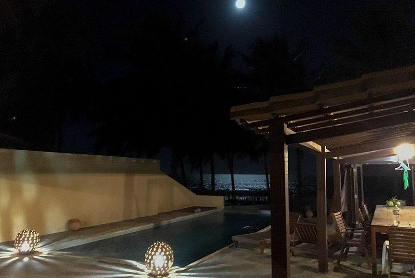 huis kopen in Brazilië gezellig verlicht terras zwembad avond maanlicht