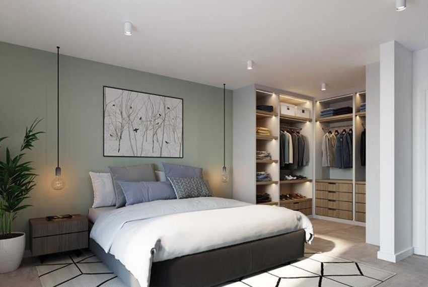 slaapkamer met hoge ingemaakte wandkasten voor kledij garderobe