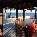 terras met zwembad en zicht op zee vakantievilla met potentieel in Poças Conde Brazilië