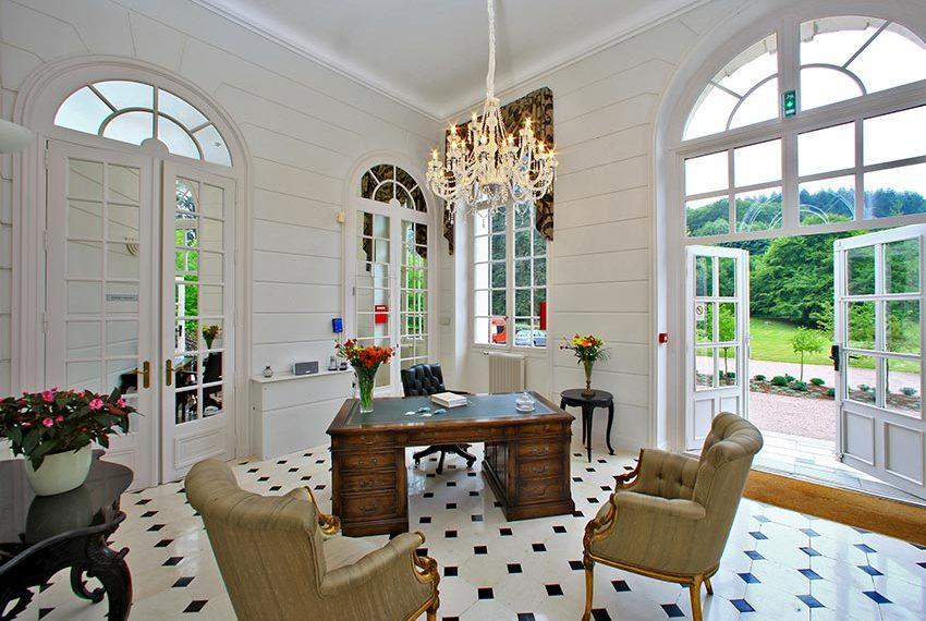 eigendom kopen in frankrijk met minimaal 7% rendement en 6 weken persoonlijk gebruik in halcyon retreat resort met chateau de la cazine als blikvanger