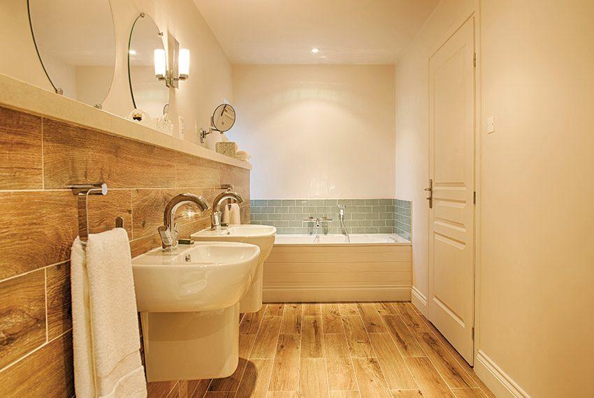 warme sfeer aardse kleuren badkamer verhuurunit huizen te koop frankrijk limousin