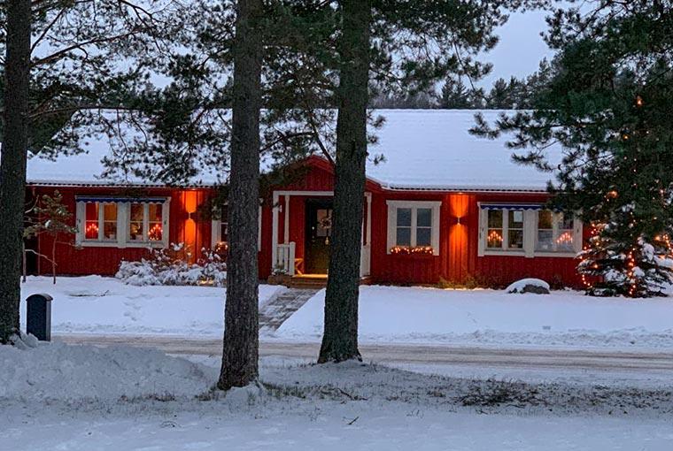 geld verdienen met verhuren van mooie gezinswoningen in zweden zoals deze rode parel