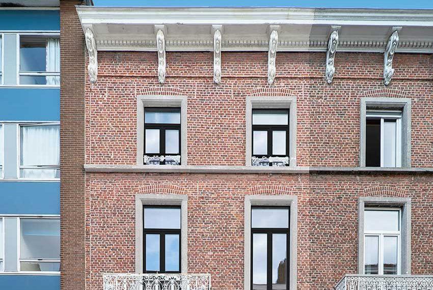 voorkant studentenhuisvesting bovenste verdiepingen met studentenstudio's