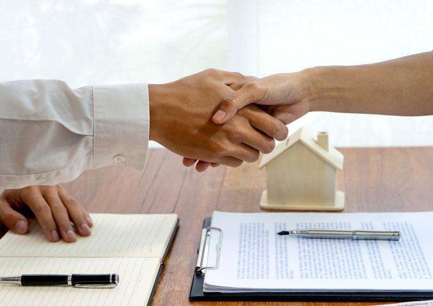 huur vastgoedbeheerder of rentmeester in en besteed verhuur uit