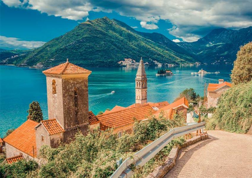 perast mooie stenen stad bezienswaardigheid in baai van kotor montenegro unesco werelderfgoed