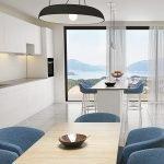 strak modern interieur in keuken met prachtig zicht op bergen en adriatische zee