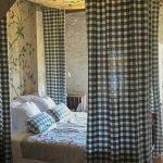 een van de drie slaapkamers in dit onroerend goed te koop in zweden