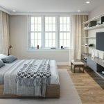 slaapkamer met boxspring houten parketvloer en wandtelevisie veel natuurlijk licht in verhuurunit in multi opbrengsteigendom