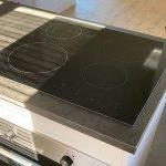 Nieuwe kookplaat in kookeiland in gerenoveerde keuken aantrekkelijk voor huurders Zweden