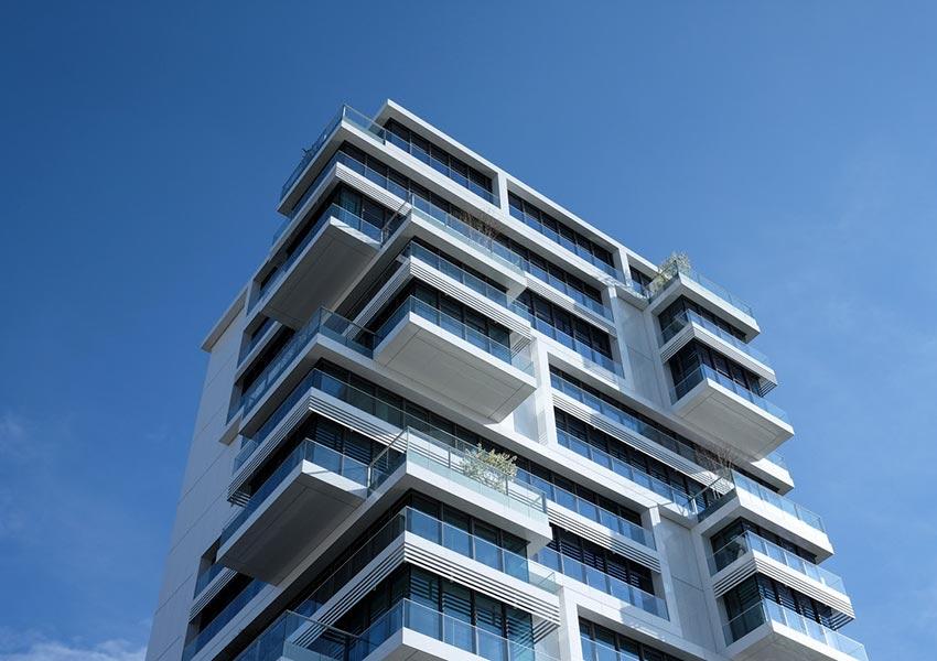 verkoop van nieuwbouw woningen en appartementen als indicator van sterkte of zwakte van vastgoedmarkt