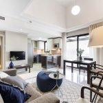 appartement te koop aan de costa del sol in golf resort spanje modern interieur met veel natuurlijke lichtinval en terras