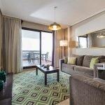 appartement te koop málaga costa del sol spanje met balkon en netjes ingerichte woonkamer