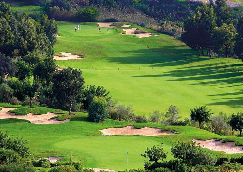 golfbaan groene natuur prachtige omgeving voor waardevaste vastgoedinvestering