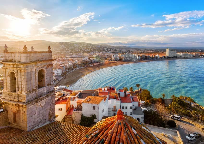 huis kopen in spanje waar op letten locatie belangrijk valencia spanje uitzicht kasteel paus luna