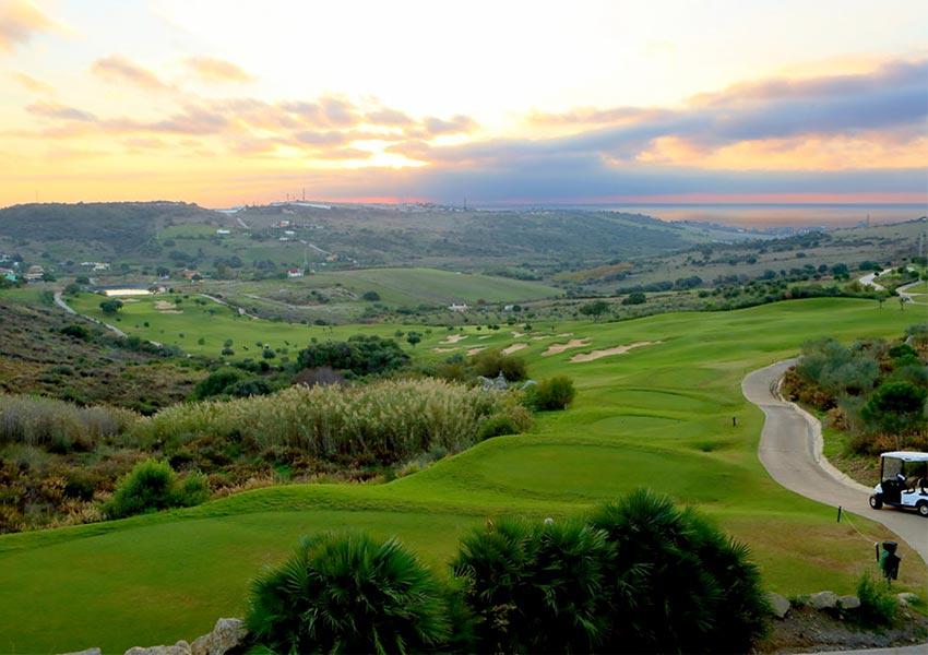 investeren in appartement in golfhotel aan golfbaan prachtige omgeving andalusië spanje