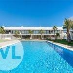 kleinschalige nieuwbouw residentie twee verdiepingen met gemeenschappelijk zwembad in centraal gelegen tuin