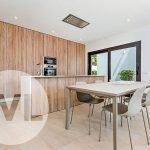 moderne villa te koop spanje open keuken kookeiland woonkamer eettafel santiago de la ribera aan mar menor