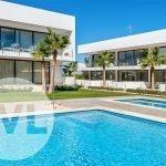 penthouses te koop in spanje op hoeken drie slaapkamers met dakterras mooi uitzicht over zwembaden en tuin
