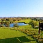 prachtig golfterrein met 18 holes goed onderhouden met vijvers aan costa del sol andalusië unieke plek om te beleggen in hotelkamer in spanje