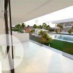 privé terras van nieuwbouw appartement te koop gelegen aan tuin en zwembad mar de cristal costa calida spanje