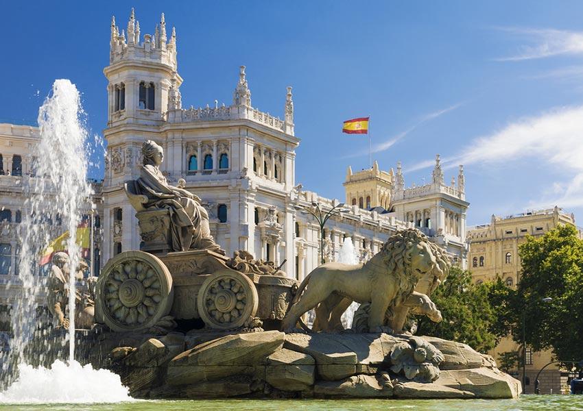 tweede woning in spanje kopen verstandig of niet cibeles fontein madrid hoofdstad spanje