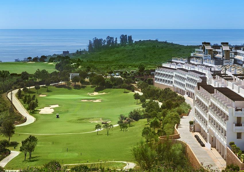 vastgoed kopen in golfresort aan golfbaan verhuurgarantie en recht op eigen gebruik costa del sol