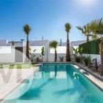 villa te koop spanje met aangelegde tuin en privé zwembad nieuwbouw project apart toegankelijke bovenverdieping via buitentrap