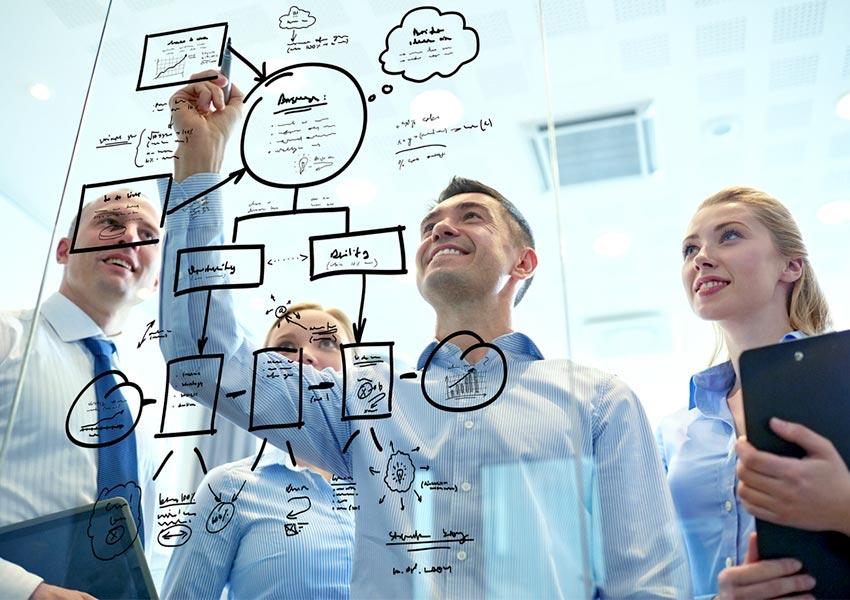 slimme investeerders investeren in adviseurs en teamleden om te groeien met vastgoedportefeuille