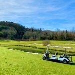 golfbaan met 18 holes vijvers middenin groene natuur trekpleister van luxe resort limousin streek frankrijk