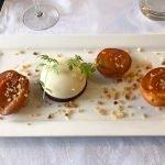 prachtig versierd dessertbordje met zoete lekkernijen in à la carte restaurant chateau de la cazine noth limousin frankrijk