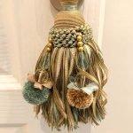 prachtige embrasse gordijnkwast sfeerbepalend element in interieur luxe studios en appartementen te koop frankrijk