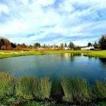riet en vijver op de golfbaan uitzicht over le village met appartementen en studios te koop