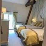 slaapkamer twee aparte bedden in tweeslaapkamerappartement te koop belegging met zeker rendement
